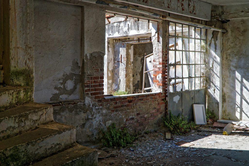 abandoned-1845188_1920
